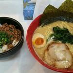 万葉亭 - 料理写真:豚骨醤油ラーメン❗500円‼豚そぼろ丼❗250円‼