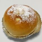 ラ・フォンテーヌ - 特製クリームパン(150円)