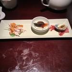 65516806 - 本日の前菜三種盛り合わせ バンバンジー・ピータン・アサリの三種