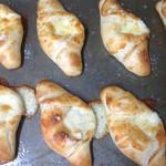 めむろ窯 - 料理写真:元気チーズパン  十勝産チーズを4種類使いました!