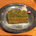 バックステイ - 抹茶と豆腐のケーキ 小豆クリーム添え