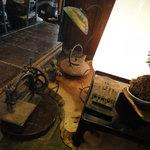 骨董カフェ 和み屋 - これも骨董品と呼ぶ?