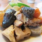 博多空とぶ豚  西中洲店 - 博多の郷土料理のがめ煮。 根菜や鶏肉を中心とした醤油味の煮込みです。