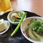 博多空とぶ豚  - お通しです。 右から、博多名物のおきうと・酢の物・枝豆豆腐。 博多の朝食の定番と言われる『おきうと』ですが、今では食されることが少なくなりました。