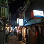 焼酎処 あんたいとる - 博多の歓楽街・中洲で最古の路地と言われる『人形小路(にんしょうしょうじ)』にある、 こじんまりとした焼酎バーです。