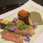 お料理 七草 - 倉石牛サーロイン 黒胡麻のソース 京芋 唐墨