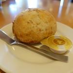 炭焼きレストランさわやか - セットのパン