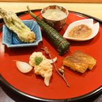 日本料理 太月 - 前菜(車海老ちまき、ホタルイカ沖漬け、タラノメ天ぷら、鯛子、根芋)