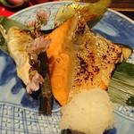 銀座米料亭 八代目儀兵衛 - 焼き魚(鮭と鯛カマ)