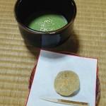 二の丸茶亭 - 金箔入り御抹茶と蕨餅