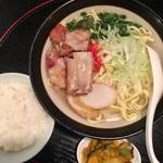 銀座 IN 沖縄 いいあんべぇ - ソーキそば。ご飯も付いてくるよ。