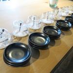 日本酒ギャラリー 壺の中 - 厳選されたお塩でお酒を飲むのも通ですね!