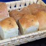 65539975 - パスタソースをこのパンでいただきます。