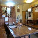 6554007 - テーブル席と小上がりの板の間の席があります