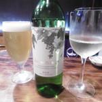 琢磨 - 生ビールと白ボトル