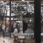 65540981 - 窓越しの桜