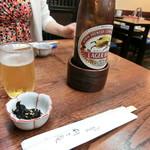 利久庵 - 「キリンビール(大)」700円、「お通し」(海苔の佃煮)50円