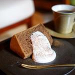 村上開新堂 - ほうじ茶のシフォンケーキ、コーヒー