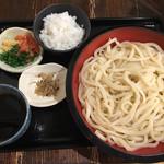 手打ちつけうどん めんこや - ランチタイムはこれが660円。麺は大盛りです!