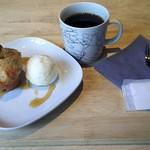 ギフトラボ ガレージ - バナナとローズマリーのマフィン(ロレーヌ岩塩のアイスクリーム添え)とハンドドリップコーヒー(深煎豆)
