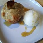 ギフトラボ ガレージ - バナナとローズマリーのマフィン(ロレーヌ岩塩のアイスクリーム添え)