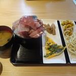 雲丹と海老の専門店 魚魚魚 - 通常、おかず用の皿は1つだけです。