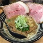 極麺 青二犀 - 鶏しょうゆらーめん(800円)