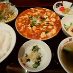 中国菜館 萬福 - 料理写真:日替わり(海老入り麻婆豆腐、牛肉入り中華風玉子焼き)