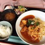 スカイラーク - 料理写真:あんかけスパランチ・唐揚  880円