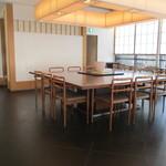 澤千 - 内観2 テーブル席中央