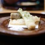 豪龍久保 - 細魚とタラの芽の天ぷら