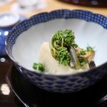 豪龍久保 - 京都塚原の朝堀り筍と鮑、花山椒を添えて