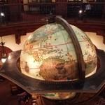 マゼランズ - 上から見た地球儀