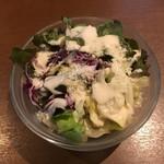 ピッツェリア バール ナポリ - サラダ。良く見ると…