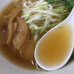 65557993 - しょうゆラーメン(730円)スープ