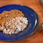 バックステイ - 彩り野菜とひよこ豆のキーマカレー
