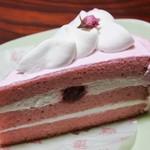 スイートガーデン - 料理写真:桜色ショートケーキ