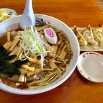 65559871 - 支那竹チャーシューメン(大盛)+ギョウザ【料理】