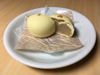阿闍梨餅本舗 京菓子司 満月 本店 - 満月 (断面)