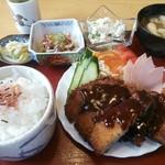 ポート - ヤッパリ素晴らしいトンカツ定食でした!小鉢が豪華で最高ですね~♪