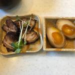 黒兵衛 - 料理写真:半熟玉子とチャーシューのトッピング ※別皿できました