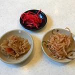 黒兵衛 - 惣菜バイキング ※切干大根、ピリ辛モヤシ、紅ショウガ