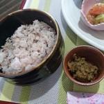 喫茶 すずらん - 雑穀米とフキ味噌