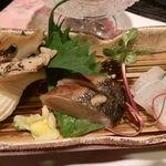 65569193 - 鰆たたき、つぶ貝、針魚