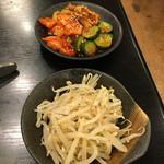 一期一会 - 料理写真:もやしナムル(280円)、キムチ盛り合わせ(580円)