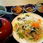 紅龍 - 料理写真:野菜炒め定食¥900