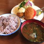 八千代味清 - ホタテ貝柱フライとカニクリームコロッケ盛り合わせ定食 1680円   ご飯は雑穀米をチョイス⤴︎⤴︎
