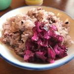 八千代味清 - モチモチ雑穀米には食べ放題のしば漬けෆ̈