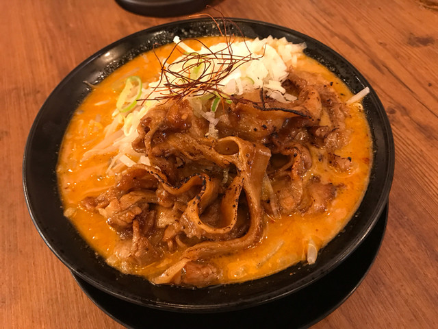 マルキン本舗 渋谷店 - マルキン味噌ラーメン+炙り豚バラ