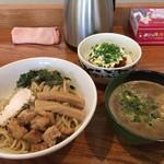 覇道 - 料理写真:つけそば750円+辛マヨ丼280円